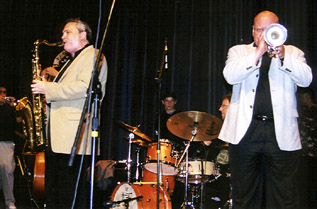 Ken Peplowski (left) and Warren Vache (right) at 2004 Topeka Jazz Festival [Photo by Tom Ineck]