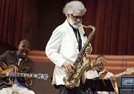 Sonny Rollins with guitarist Bobby Broom and bassist Bob Cranshaw [Courtesy Chicago Tribune]